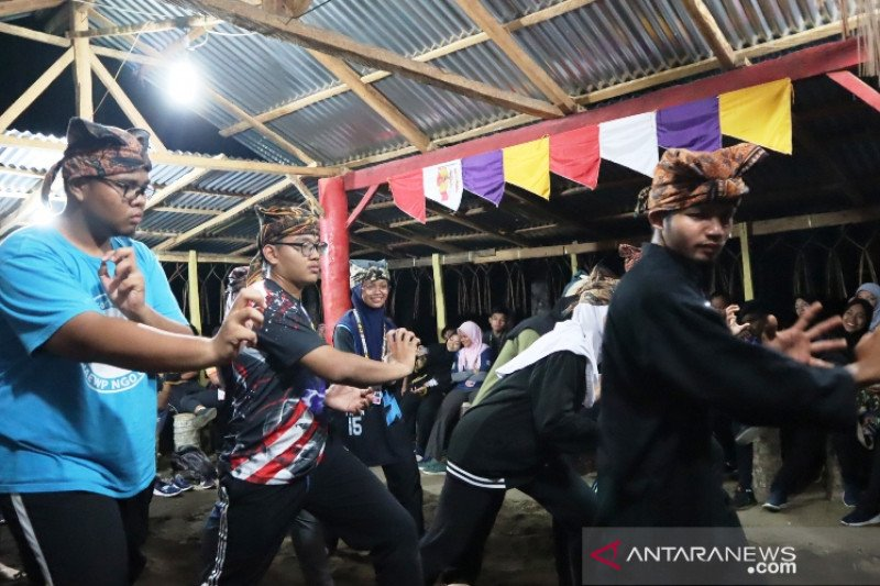 Students from Malaysia come to Pariaman to learn silat
