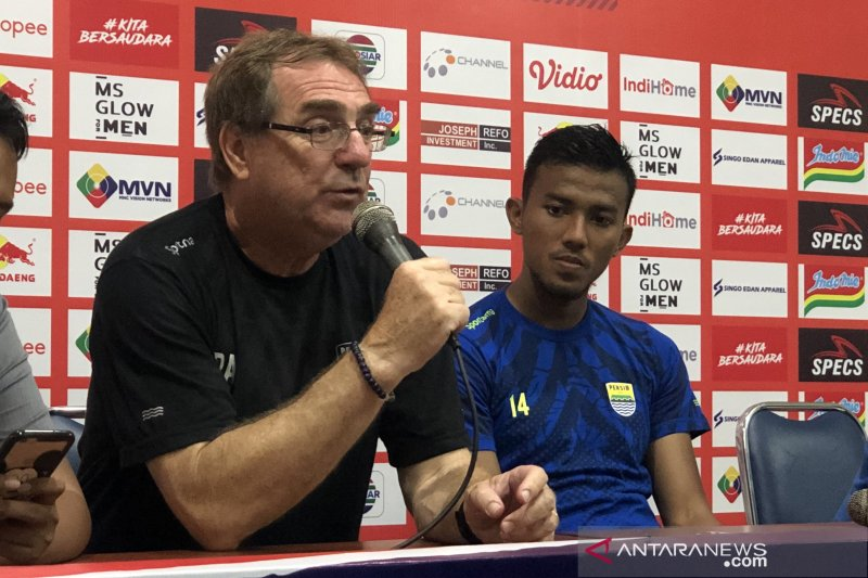 Pelatih Persib dukung wacana Liga 1 dilanjutkan tanpa penonton