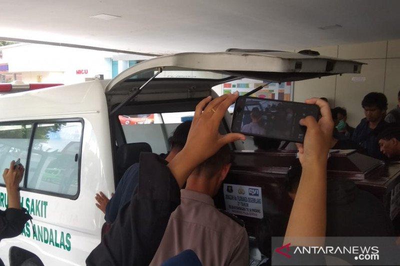 Jasad Mahasiswa Hukum Unand dikebumikan di Tangerang