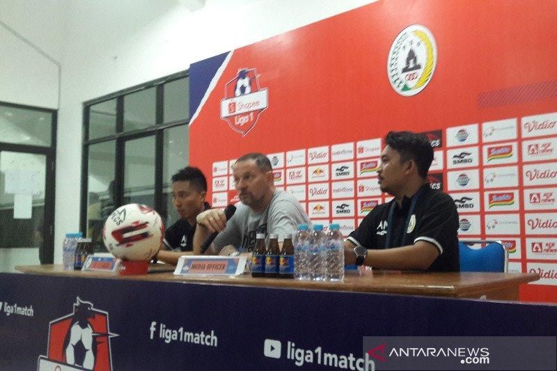 Pelatih PSS Sleman Dejan Antonic persiapkan tim bertahap