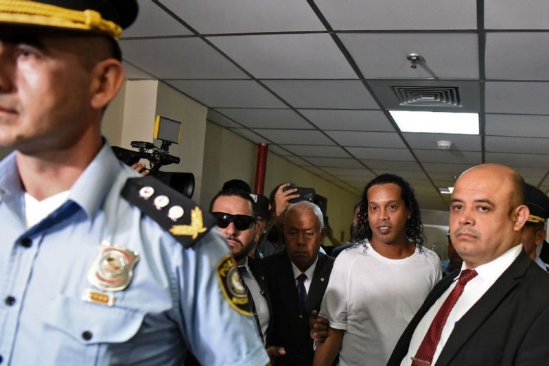 Khawatir kabur, hakim Paraguay perintahkan Ronaldinho di bui