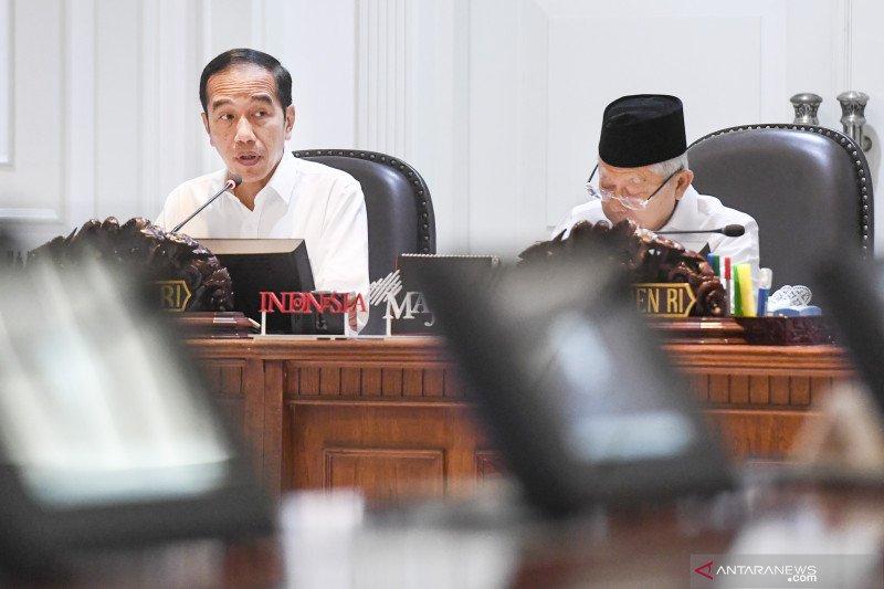 Jokowi minta para menteri buat terobosan atasi COVID-19