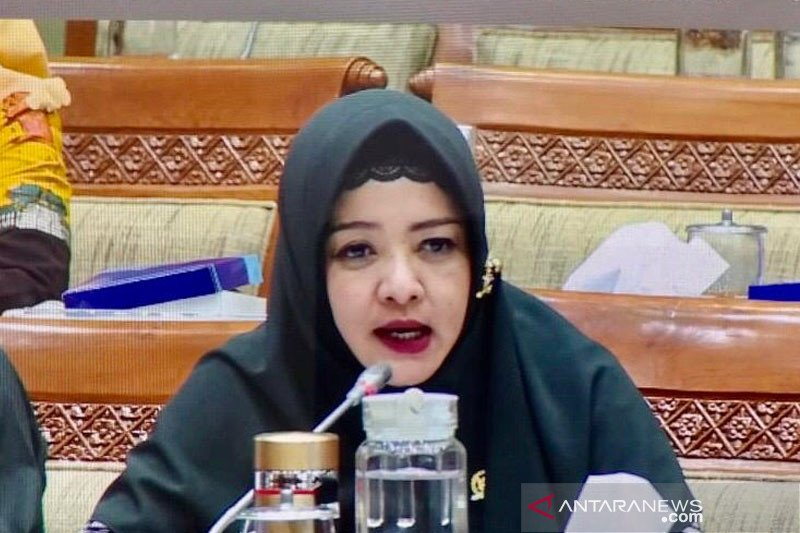 Dewi Aryani: Pemerintah wajib kembalikan selisih iuran BPJS Kesehatan