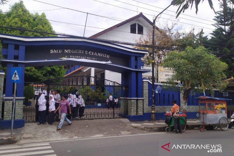 Sekolah di Cianjur diimbau tidak melakukan karyawisata ke luar daerah