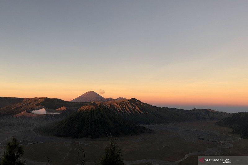 Saat Hari Raya Nyepi, kawasan wisata Gunung Bromo ditutup total