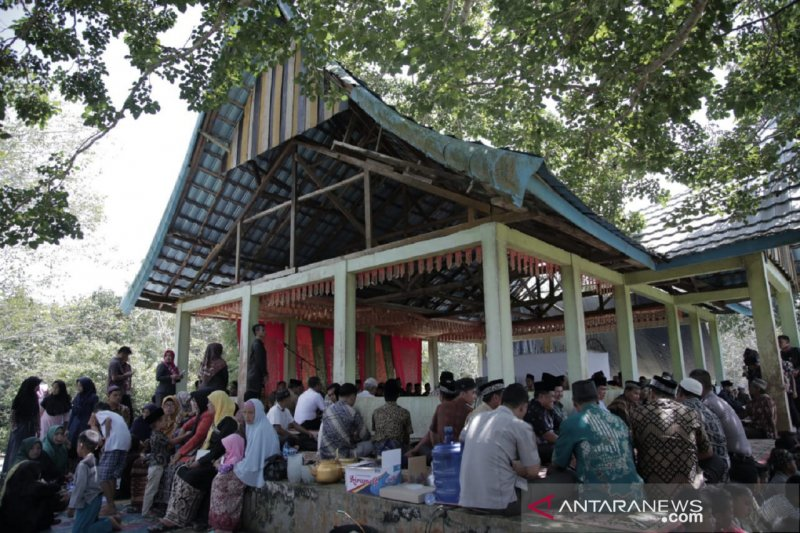 """""""Bakawu Adat"""" tradition of Dharmasraya community still survives as a means of friendship"""