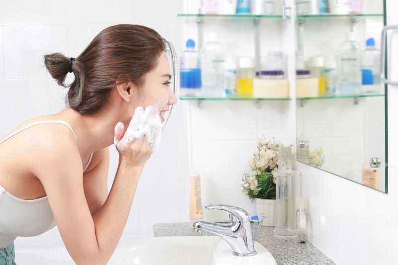 Tips merawat wajah dari dokter kulit selama #dirumahaja