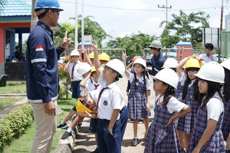 PLN fasilitasi puluhan pelajar SD di Kupang belajar kelistrikan