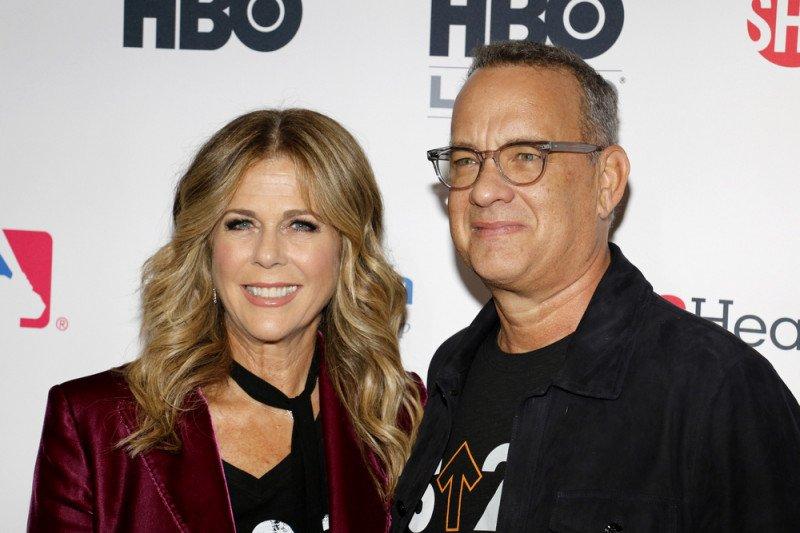 Sembuh dari corona, pasangan selebritas Tom Hanks dan Rita Wilson kembali ke LA