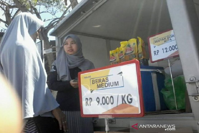 Bulog Sulteng  gelar operasi pasar pangan  bantu masyarakat