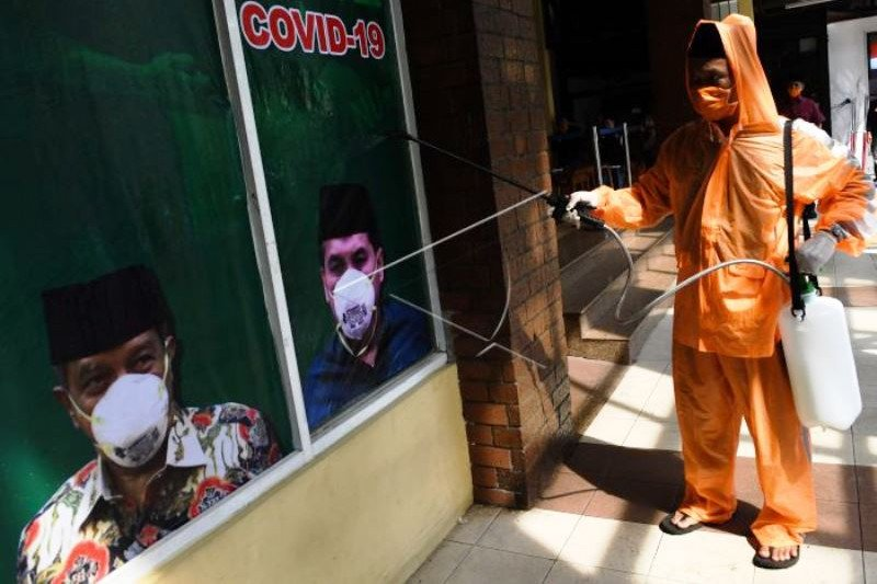 Penyemprotan Cairan Desinfektan di PBNU