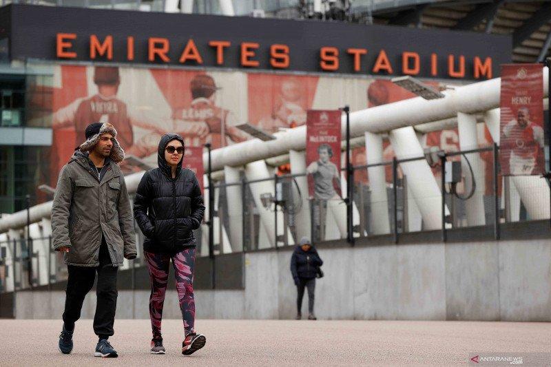 Eks pejabat inggris bersimpati pesepak bola dipojokkan akibat krisis ekonomi