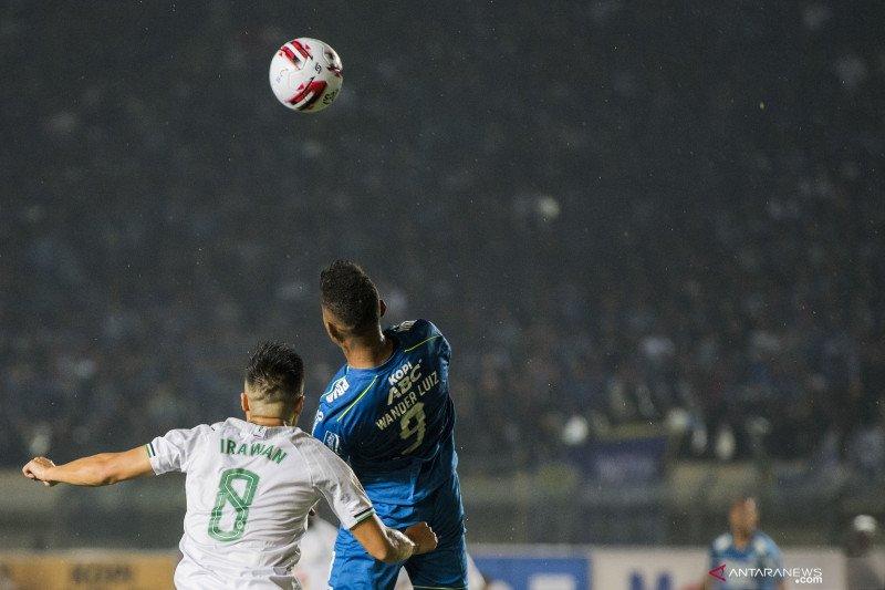 Penyerang Persib Wander Luiz konfirmasi positif corona