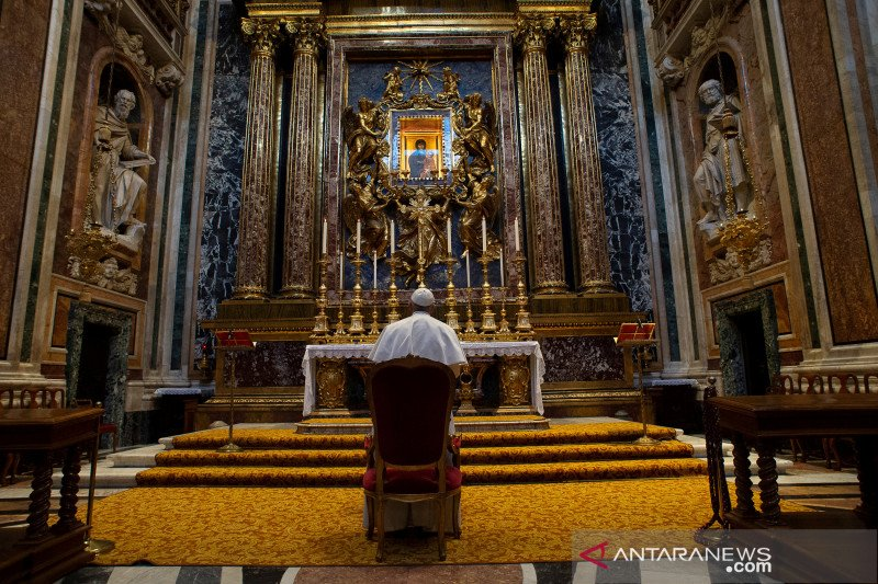 Paus Fransiskus dan umat Kristiani seluruh dunia berdoa Bapa Kami akhiri corona
