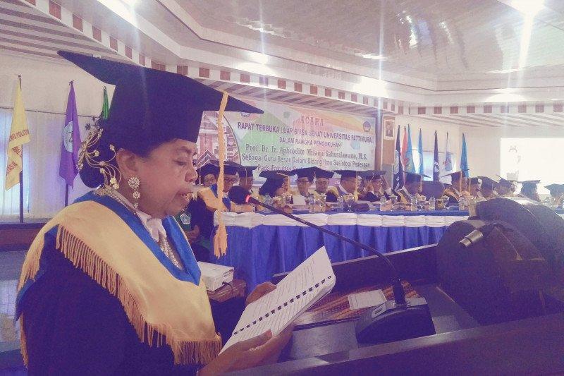 Pengukuhan Prof. Dr. Ir. Aphrodite Milana Sahusilawane sebagai Guru Besar  dalam bidang ilmu Sosiologi Pedesaan