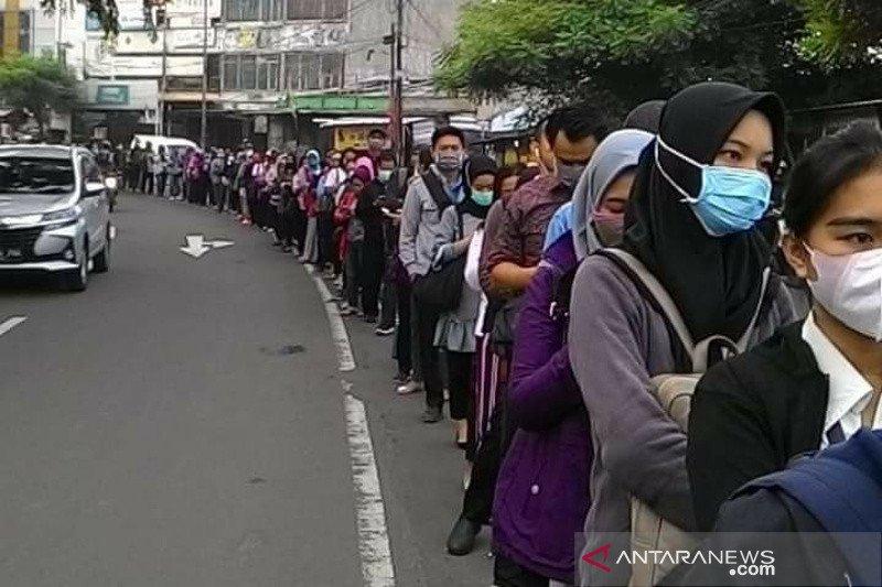 Warga kritik TransJakarta akibat pembatasan penumpang