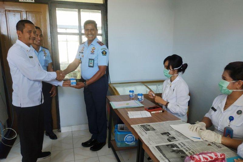 Cegah narkoba, puluhan ASN di Rutan Kupang jalani tes urine