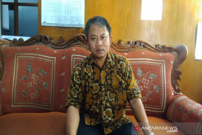 KPU Gunung Kidul meneliti ulang dokumen dukungan pasangan Kelik-Yayuk