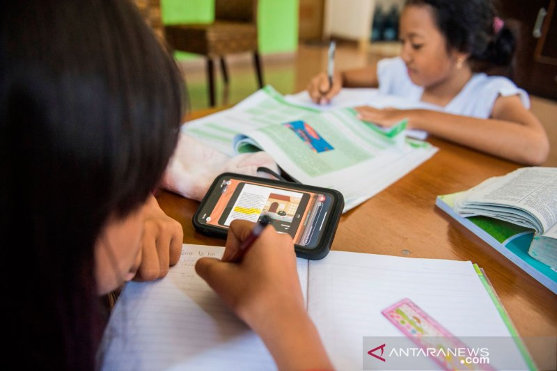 Belajar dari rumah, kewalahan orang tua  hingga kesiapan guru