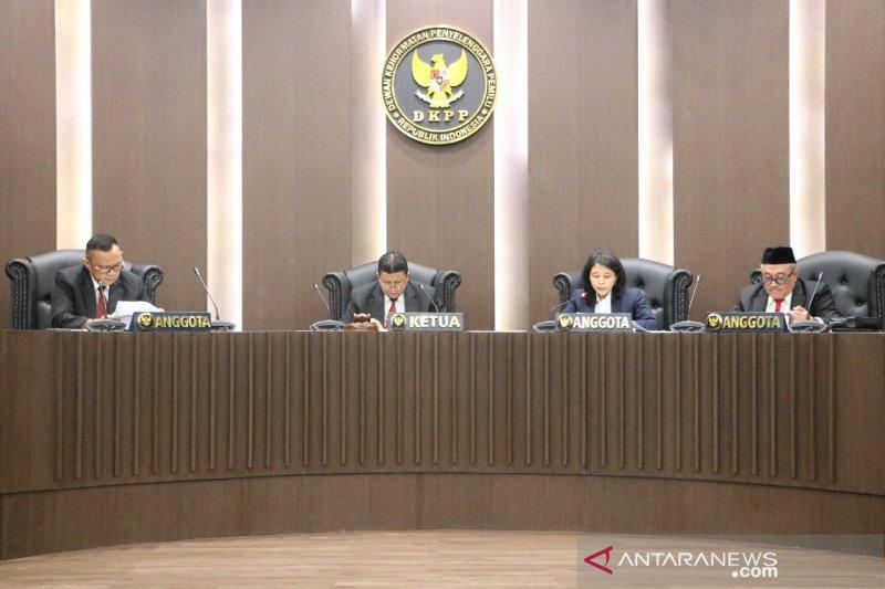 Komisioner KPU Evi Novida Ginting diberhentikan DKPP