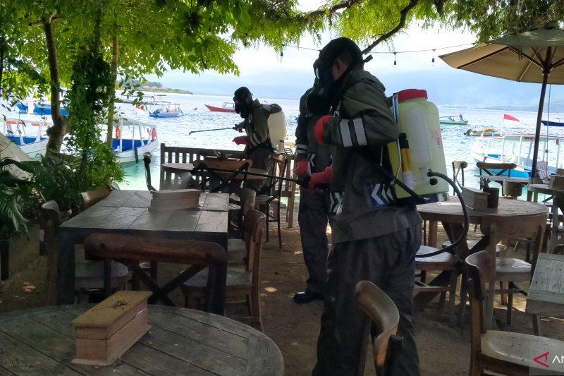 Destinasi wisata tiga Gili disemprot cairan disinfektan pencegah corona