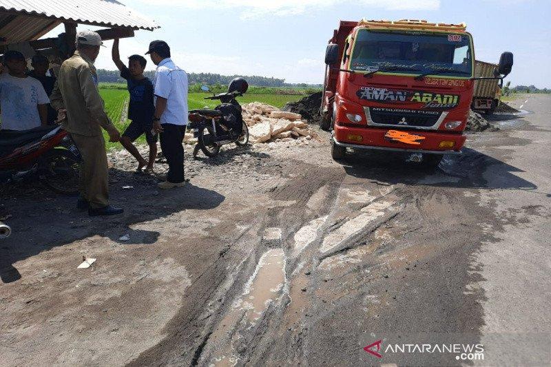 Satpol PP Kulon Progo operasi yustisi depo pasir sepanjang JJLS