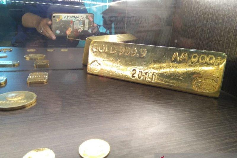 Emas dunia naik di atas  lima persen
