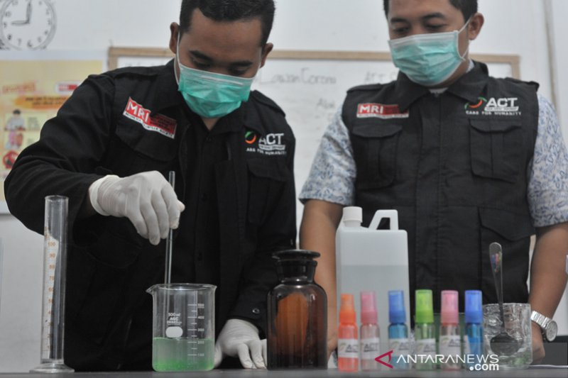 Hand Sanitizer buatan ACT Sumsel