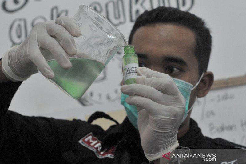 Hand Sanitizer buatan ACT Sumsel
