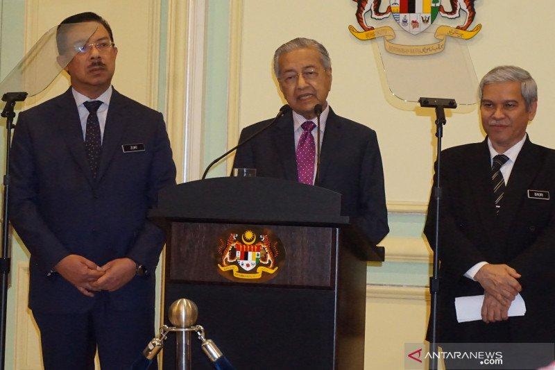 Mahathir Mohamad mengkarantina diri