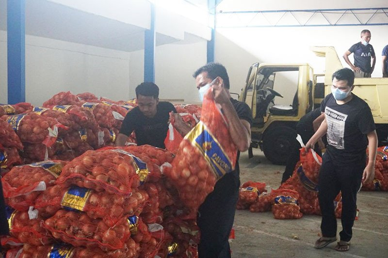 Bea Cukai sita 1.835 karung bawang bombai ilegal