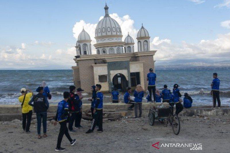Wisata pantai bekas tsunami Palu