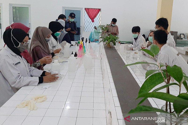 Enam laboratorium Universitas Riau produksi hand sanitizer, bakal dibagi gratis