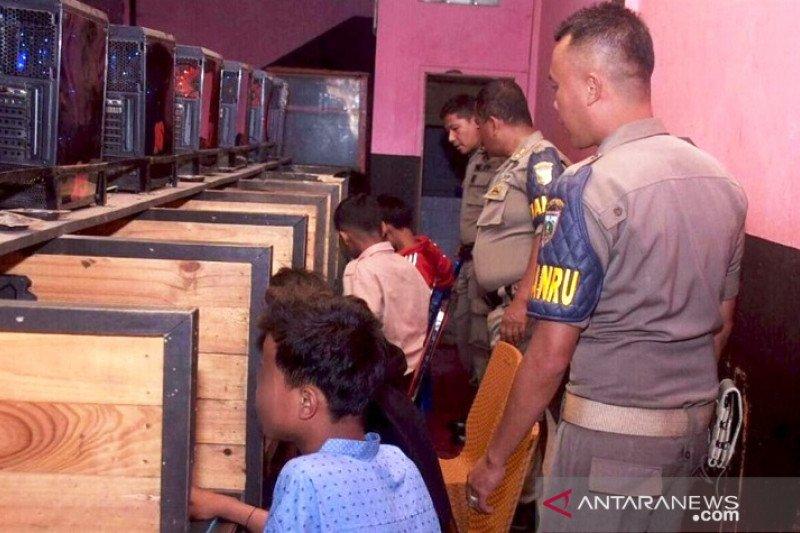 Satpol PP Padang Panjang razia warnet pantau aktivitas anak saat sekolah diliburkan