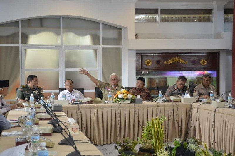 Mahyeldi usulkan penerbangan di Bandara Minangkabau dihentikan