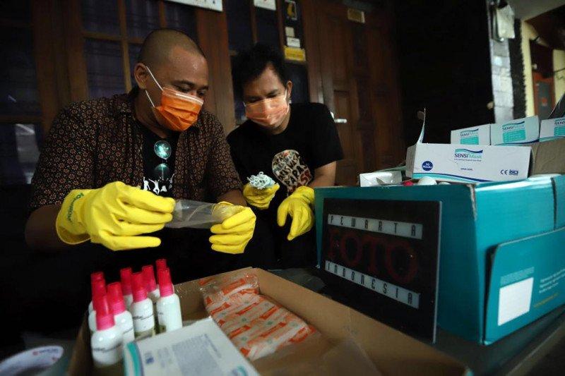 PFI bagikan 1.000 masker kepada Jurnalis foto di Jakarta