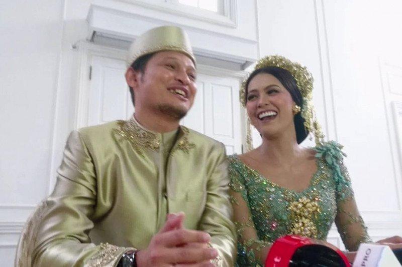 Bunga Jelitha dan Syamsir Alam menikah