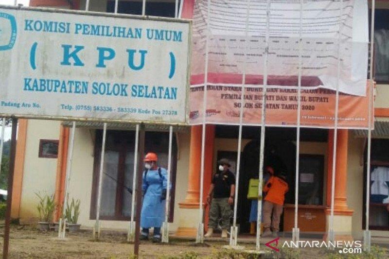 Dua staf demam pulang dari Jakarta, Kantor KPU Solok Selatan disemprot disinfektan