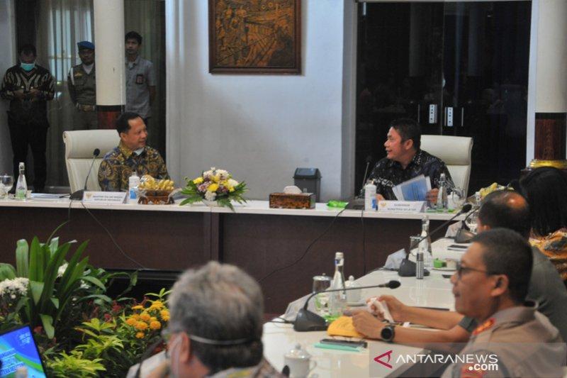 Mendagri hadiri rakor penanggulangan COVID-19 di Palembang