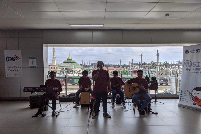 Stasiun MRT Jakarta: musik, jajan hingga nongkrong