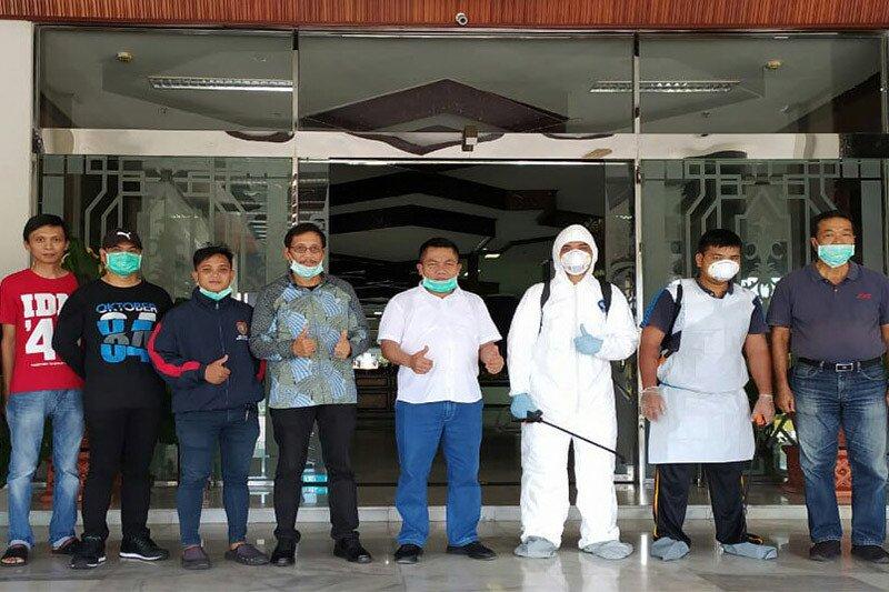 Gedung disemprot disinfektan, ini pesan Ketua DPRD Kalteng cegah corona