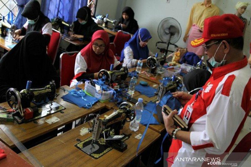 Balai Latihan Kerja Kendari produksi 10.000 masker gratis