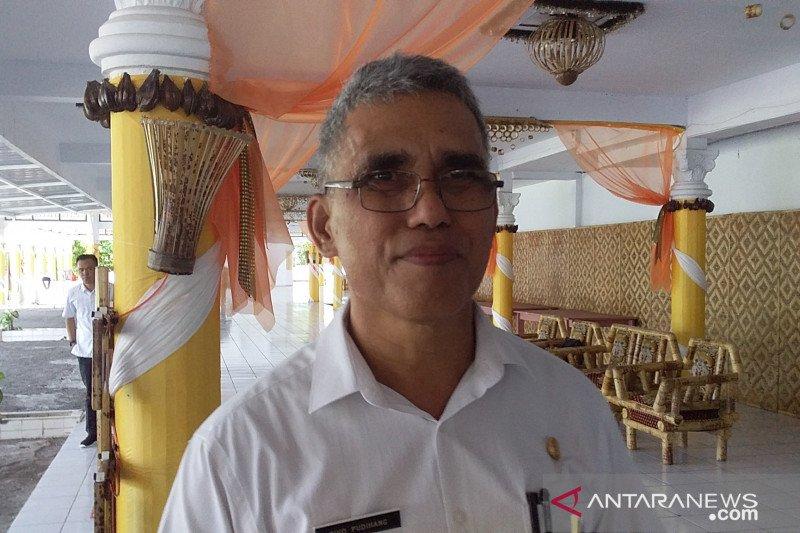 Kantor di Kabupaten Sangihe disemprot disinfektan