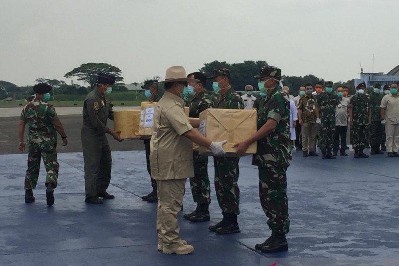 Sekitar 8 ton alat kesehatan dan APD dari Tiongkok tiba di Indonesia