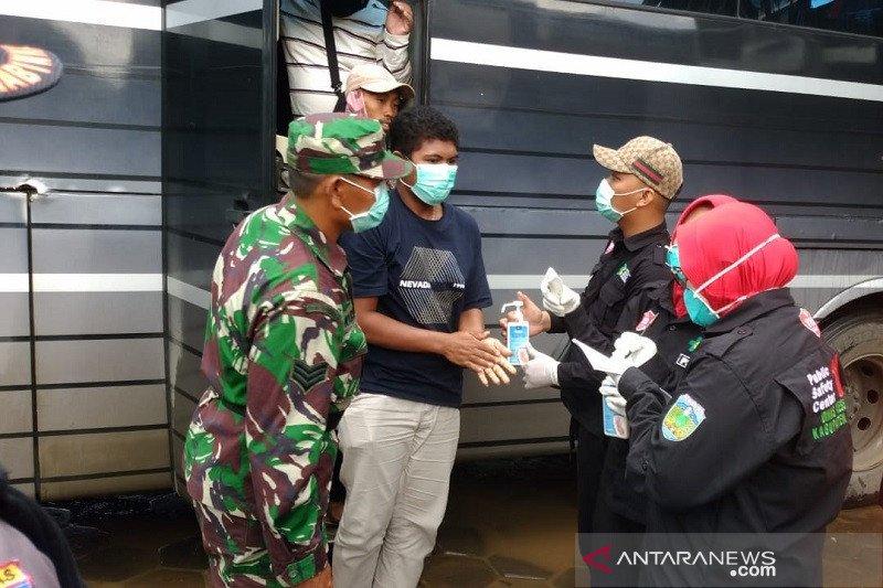 Pemkab periksa suhu tubuh penumpang bus tujuan Jepara