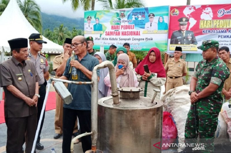 Hari sampah nasional, TNI kenalkan alat pengolah limbah plastik