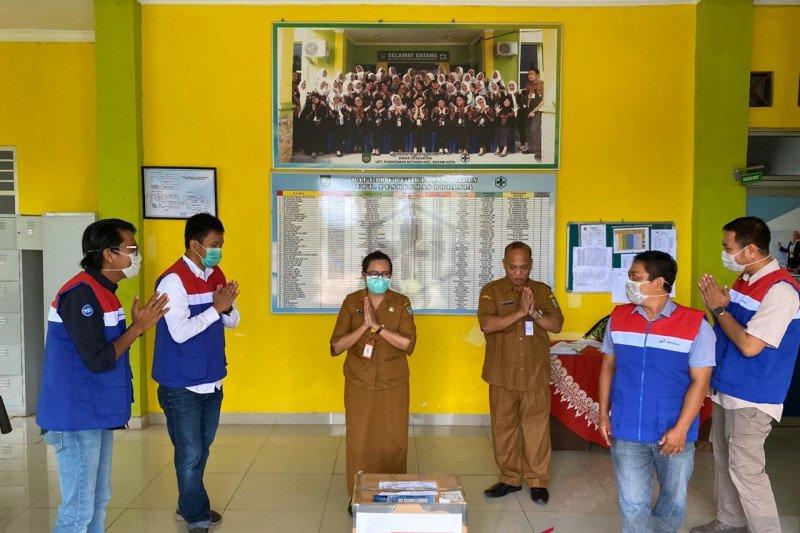 Pertamina bantu masyarakat Batam perlengkapan cegah penularan COVID-19