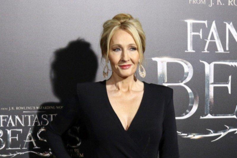 JK Rowling berbagi teknik bernapas saat sesak karena gejala COVID-19
