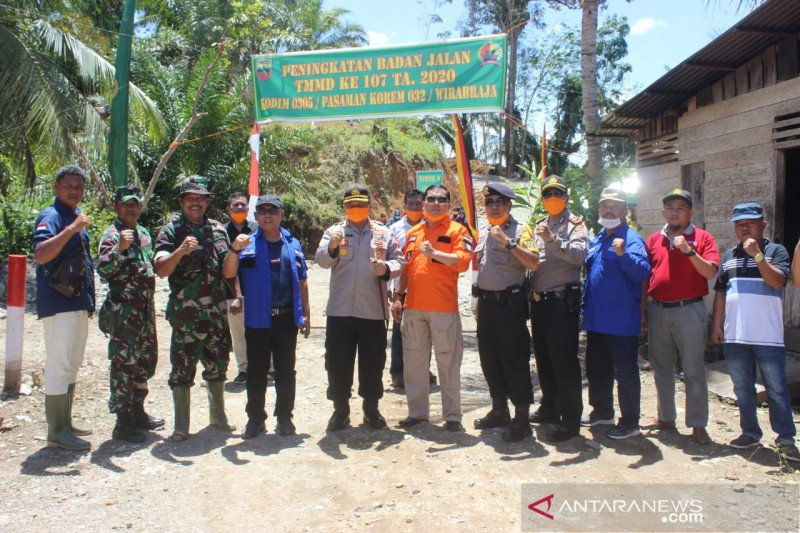 TMMD buka akses jalan sepanjang 4,2 kilometer di Pasaman Barat