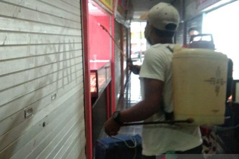 Penyemprotan disinfektan sasar seluruh pasar tradisional di Kabupaten Gowa